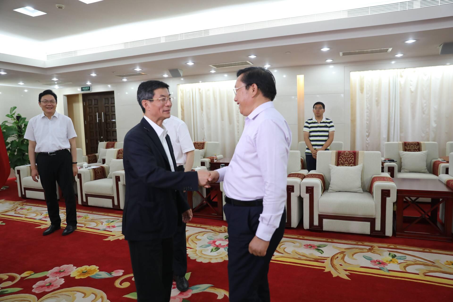 王忠林会见新华社副社长刘正荣