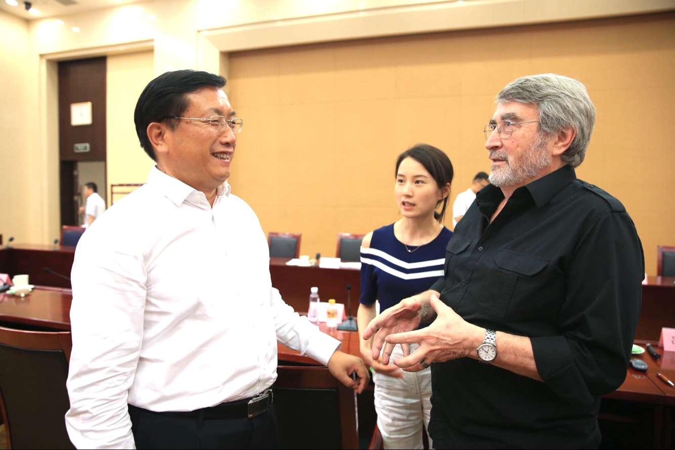 王忠林主持会议研究城市照明总体规划工作