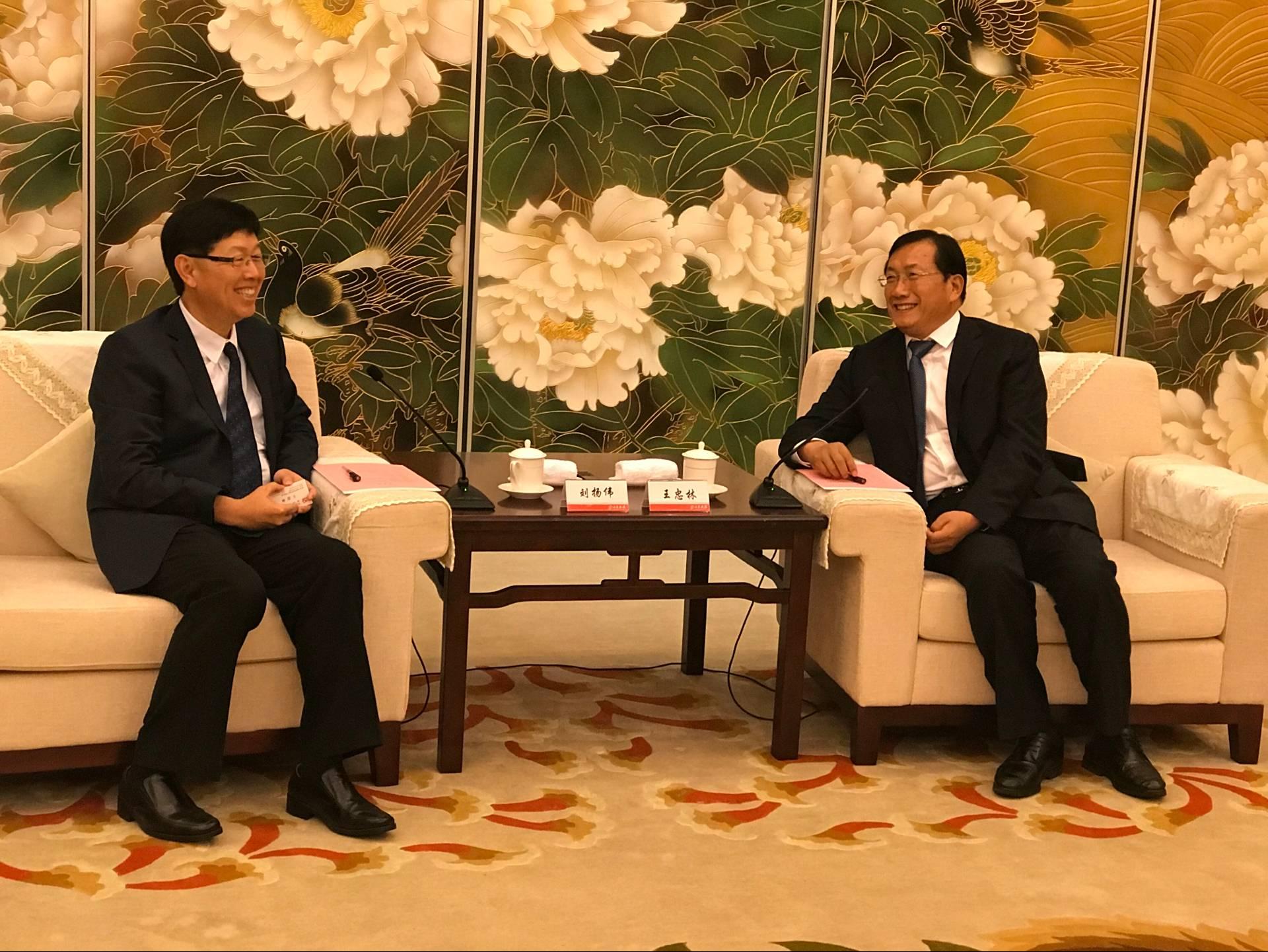 王忠林会见富士康科技集团客人